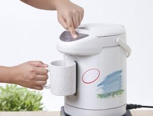 日本のレストランなどでは、冬でもたいていは「お冷」が出てくる。これは夏であっても白湯を飲むのが一般的な中国人からすると考えられないことのようだが、世界的に見ると冷たい水を飲む国の方が多いようだ。(イメージ写真提供:123RF)